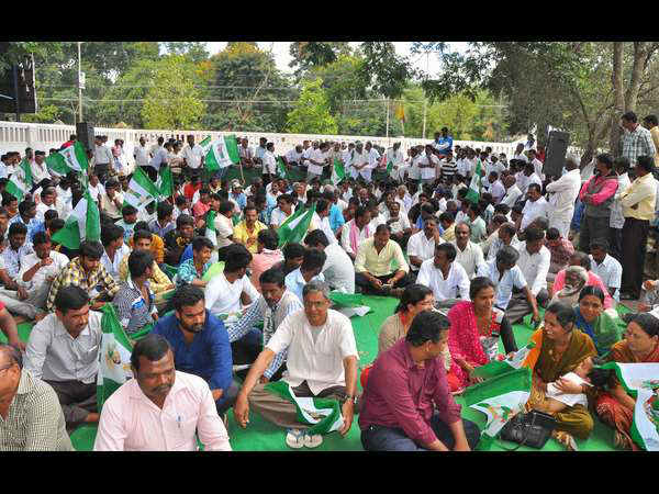 Protest by bjp, jds, karave in Hassan