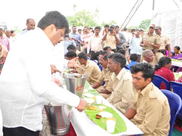 ಮೈಸೂರು ದಸರಾ:ಕಾವಾಡಿ-ಮಾವುತರಿಗೆ ಭೂರಿ ಬೋಜನ