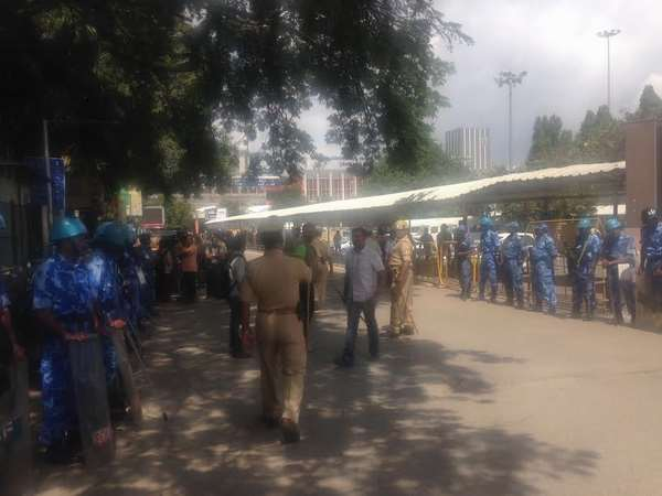 Rail rokho Protest stopped by police