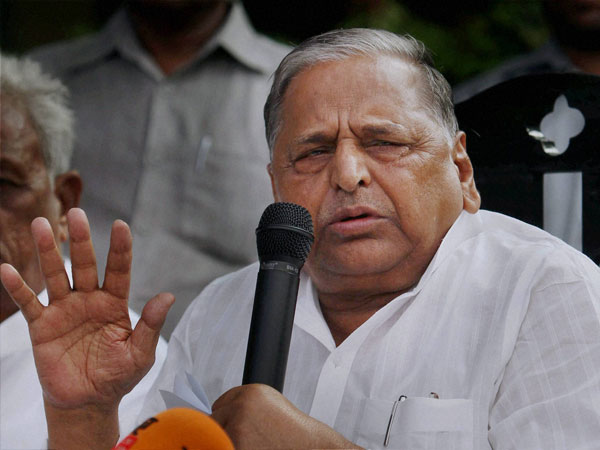In UP, Mulayam smooths over rift with Akhilesh, softens up Shivpal, says party 'amar' as long as he'