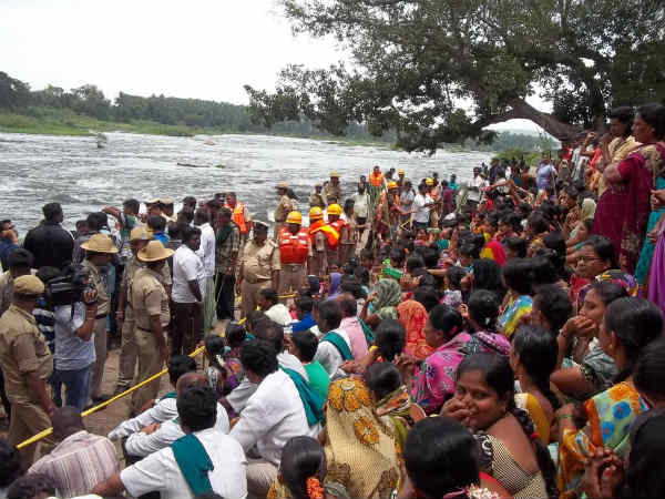 Women protesters support cauvery strike