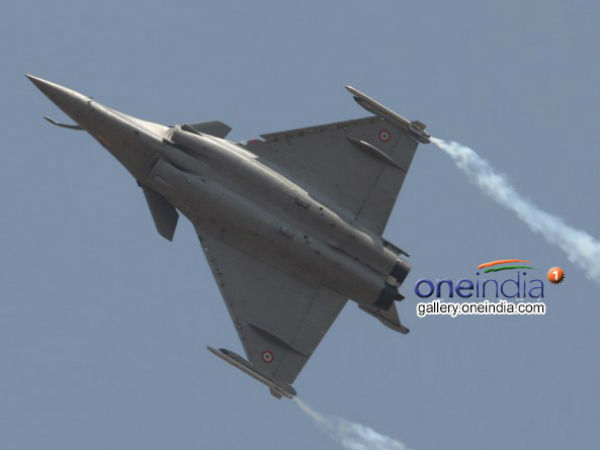 India, France ink deal for 36 Rafale fighter jets