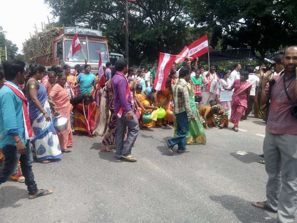 Transgenders protested in Mandya for Cauvery water