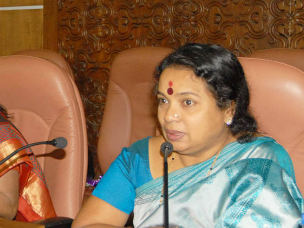 Minister Umashree demands Kannada milestones and highway hoardings