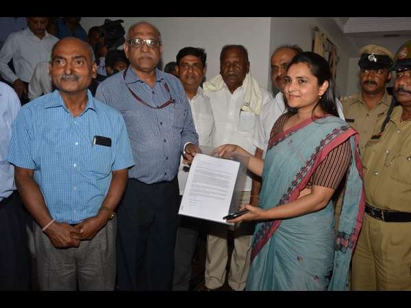Former MP Ramya shares information with Cauvery basin Technical Team