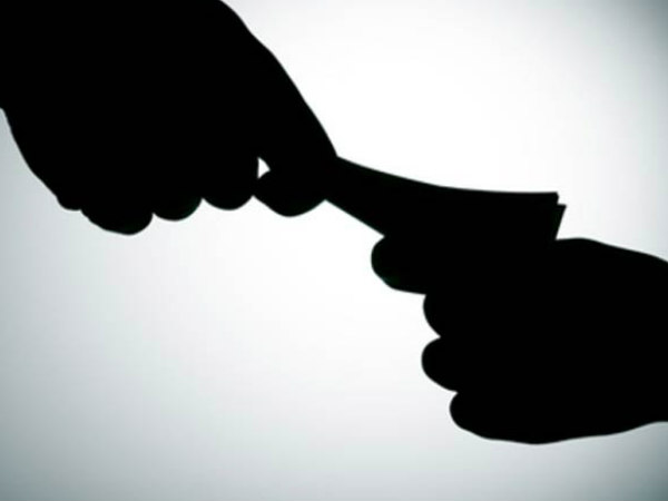 Chikkaballapura: clerk caught red handed demanding for bribe
