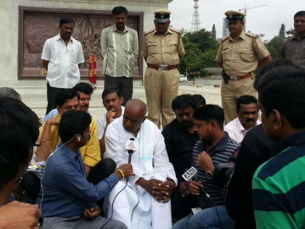 Hunger strike for Cauvery : Deve Gowda walks away after seeing dissidents