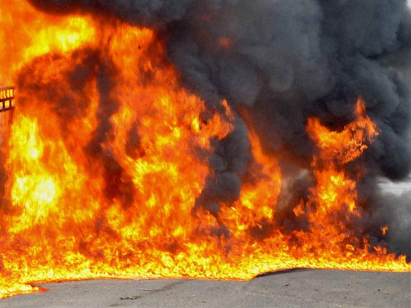 Fire at cracker shops in Vadodara 8 dead