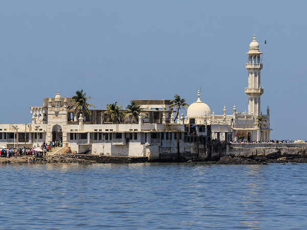 SC won't interfere with Bombay HC order allowing women into inner sanctum of Haji Ali Dargah