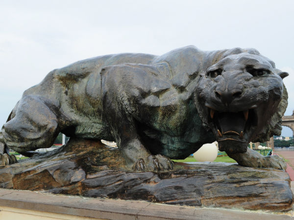 Do you know the story behind Mysore palace bronze tigers