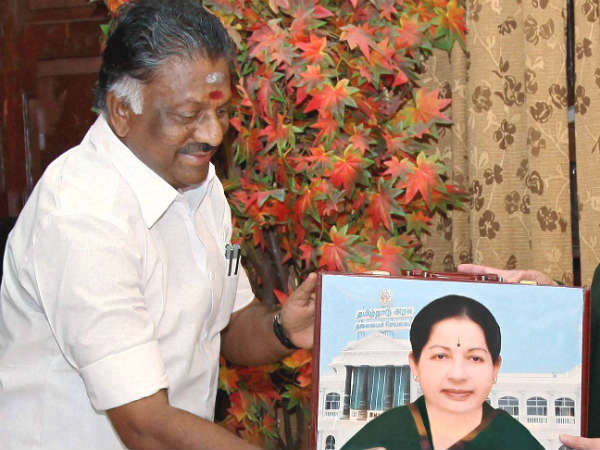 Alas, O Panneerselvam conducts cabinet meeting with Jayalalithaa photo