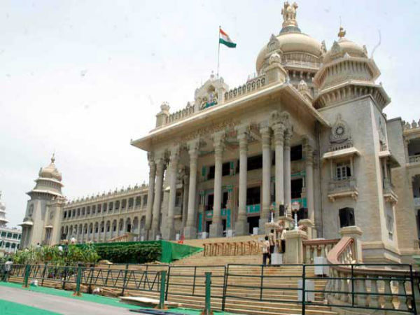 Vidhana Soudha Police Seized Crores In Cash From Advocate