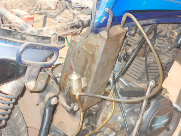 Hubballi:a man invented a machine to convert petrol in to gas