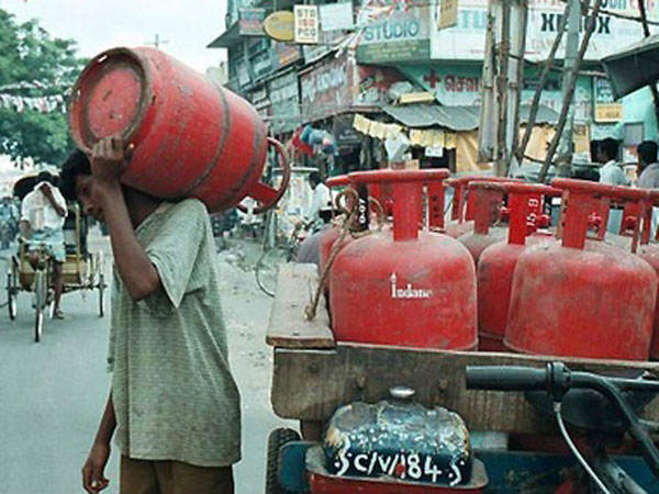 Note ban: gas cylinder problem in hubblli.