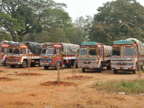 Police have seized  Kerala garbage vehicles