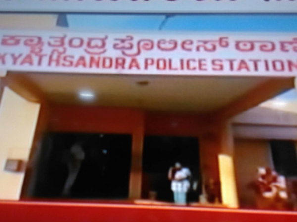 Rs 2000 note 3 lakh is seized police in tumkur
