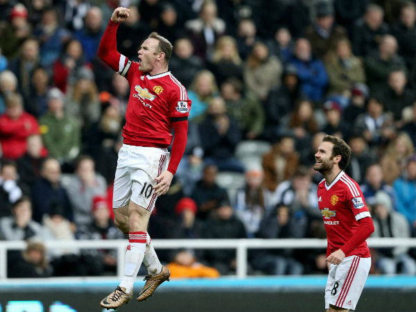 Europa League: Wayne Rooney equals record as Manchester United win