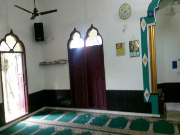 Miscreants Pelted Stones At Ullalapete Rahmaniya Mosque Mangaluru