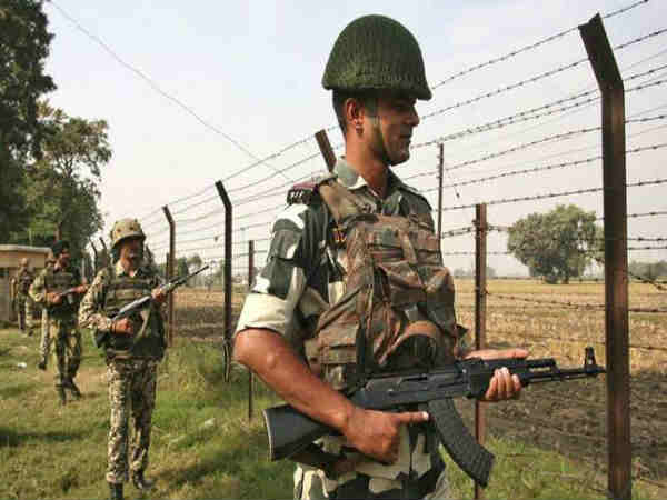 Indian Army retaliates after civilian deaths: 2 Pakistani jawans killed, 14 posts damaged