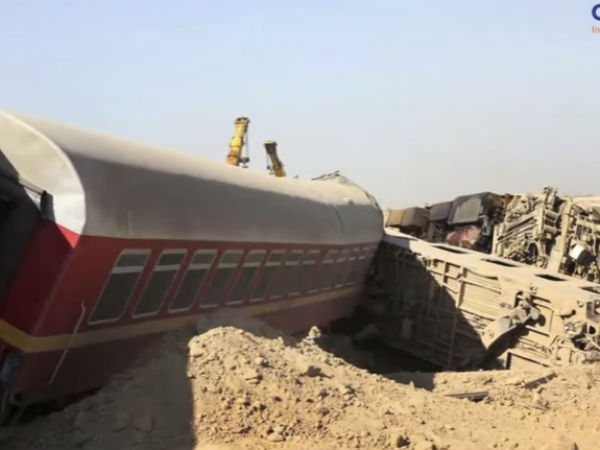 At least 17 die in Karachi train crash in Pakistan