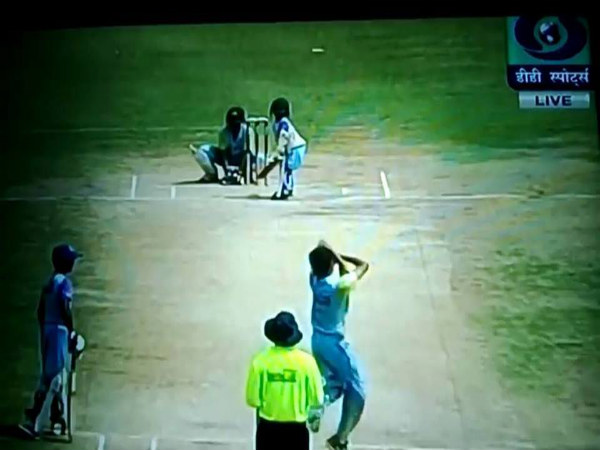Video: 5-year-old boy plays in an U-14 cricket tournament