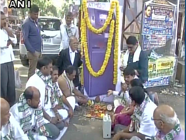 Funeral for 'cashless' ATM in Bengaluru