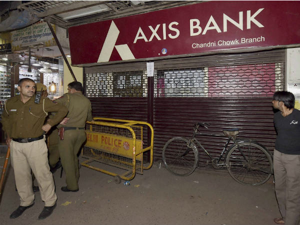 I-T raids Axis Bank: over 60 crore found in 20 fake accounts