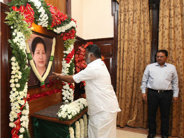 O Panneerselvam chairs cabinet meet from Jayalalithaas chair