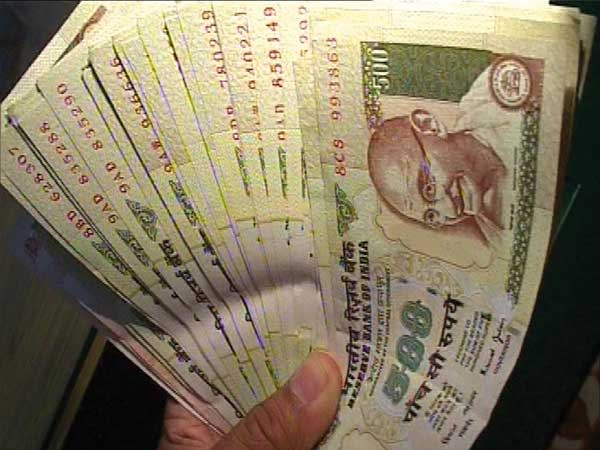 Rs 3.25 cr in old notes seized from Karol Bagh Hotel, 5 held
