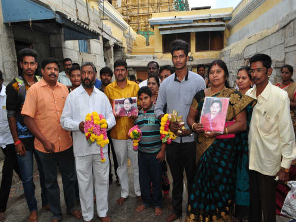 Jayalalithaa's followers prayed Chamundeshwari temple in Mysuru