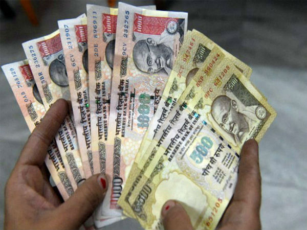 Noted Telugu actor wife caught with 10 lakh of old notes at Tirupathi