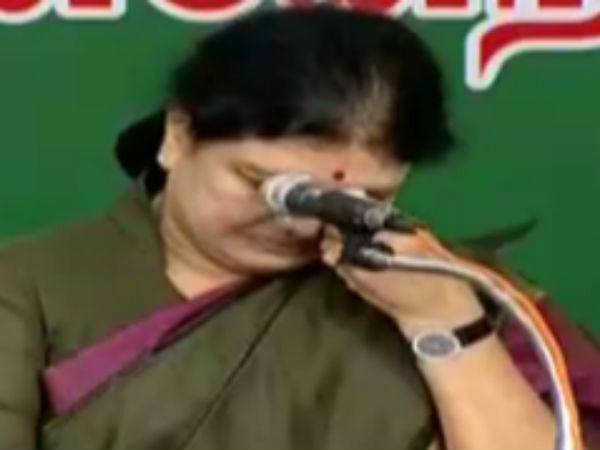 TN governor unlikely to administer oath of Sasikala on Feb 7