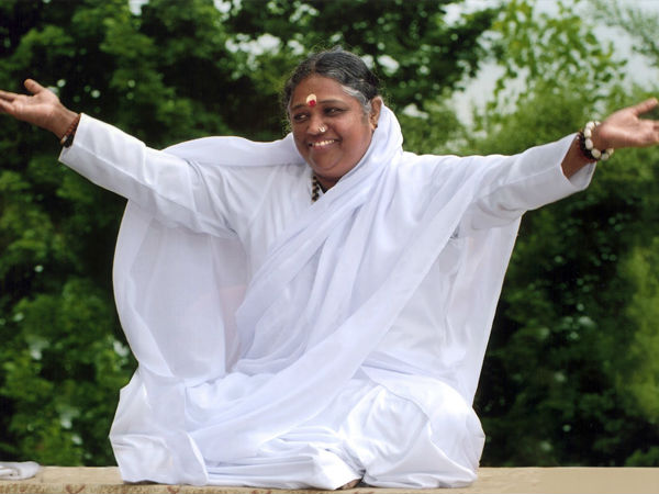 Mata Amritanandamayi to Visit Udupi Sri Krishna Matha on 24