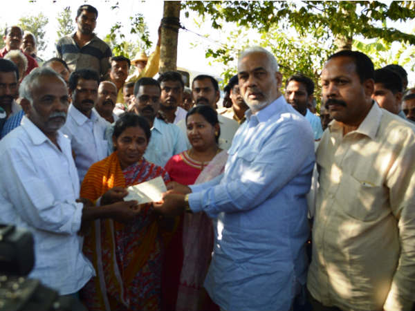 25 Lakh cheque issued to martyr soldier family