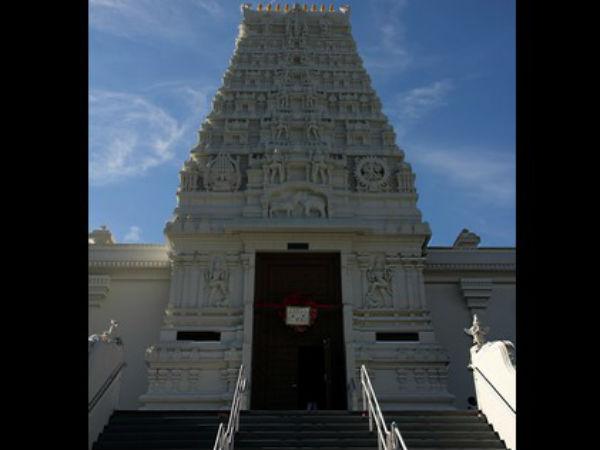 ಡೊನಾಲ್ಡ್ ಟ್ರಂಪ್ ನೆಪದಲ್ಲಿ ವಿಷ್ಣು ದೇವಾಲಯಕ್ಕೆ ಪ್ರದಕ್ಷಿಣೆ