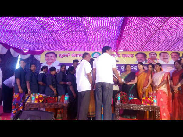 Mayor inaugurated 'Midday Meal' program for BBMP workers