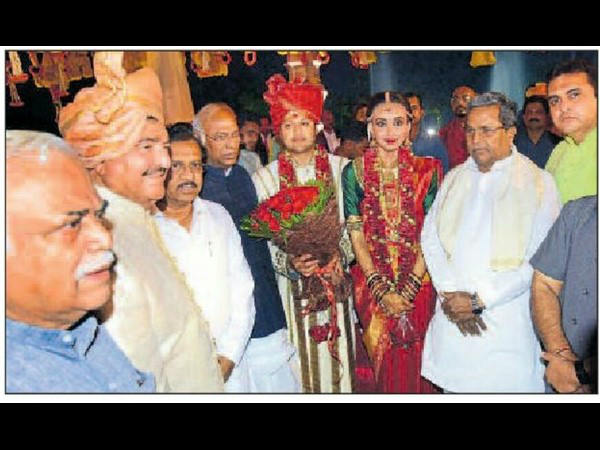 Siddaramaiah and other ministers in BR Shetty son's marriage