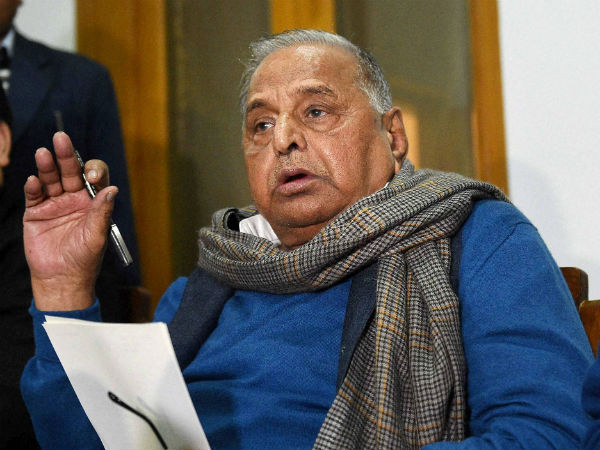 Mulayam-Akhilesh take fight over 'cycle' to EC