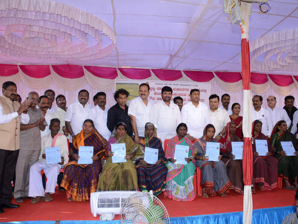 free Houses Distributed to hubblli-dharwad pourakarmikas
