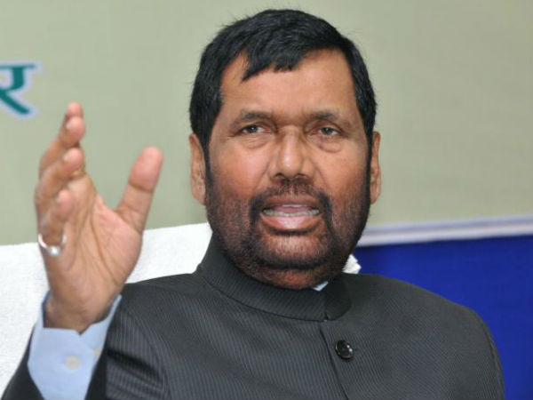 Ramvilas Paswan complains of breathlessness, admitted to hospital in Patna
