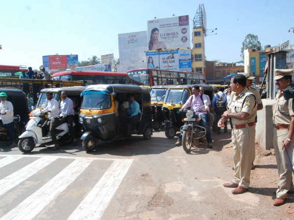 hubballi Traffic police launch traffic related operations mobile app
