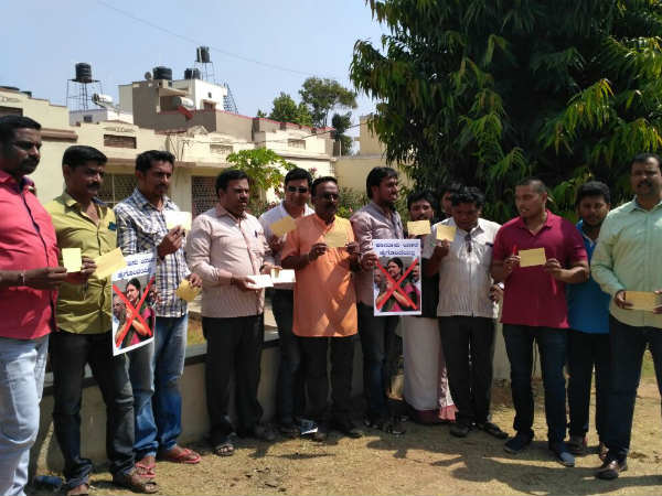 Sasikala should not become Tamilnadu Chief Minister protest in mysuru
