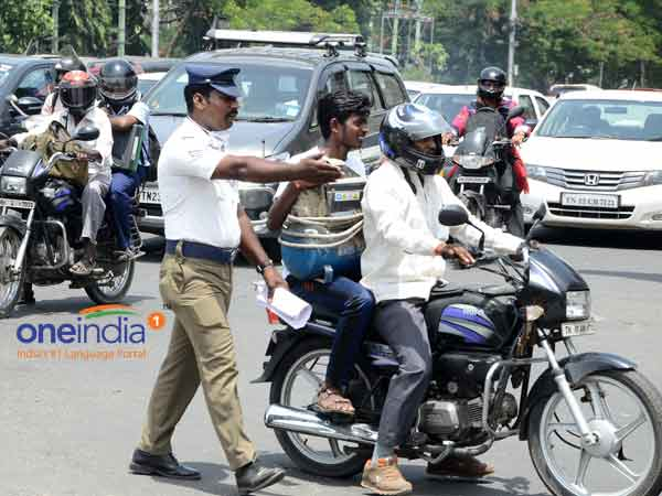 Violated the traffic law: Pay a fine in the police station