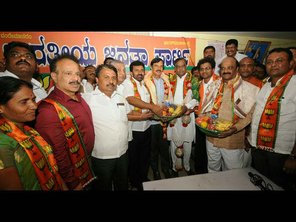 S.M. Krishna joins BJP Increase the party's strength says Srinivas Prasad