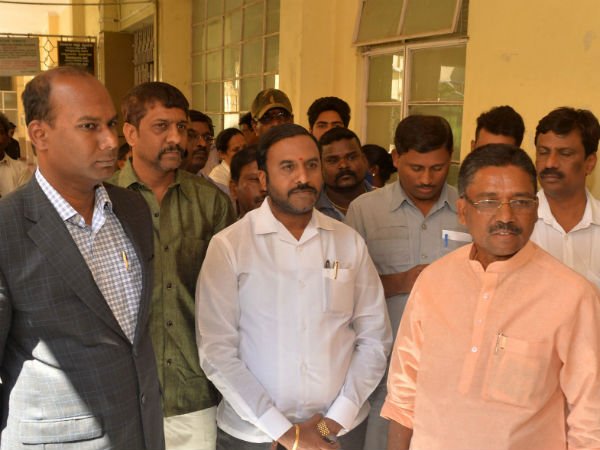 V.S, Ugrappa Angry against the hospital officers in mysore.