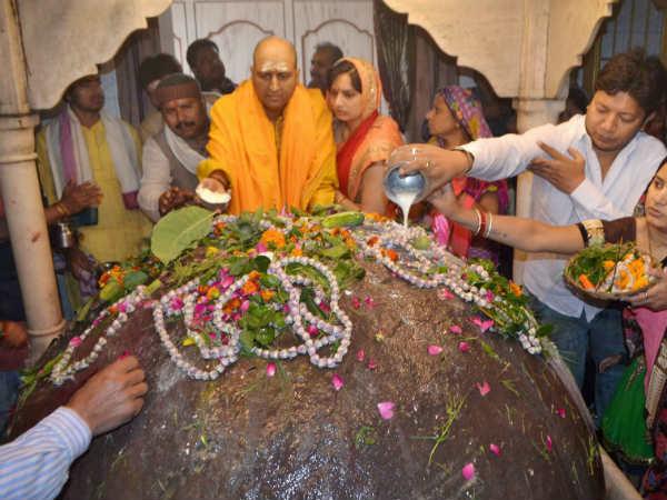 ಚಿತ್ರಗಳಲ್ಲಿ: ಶಿವರಾತ್ರಿ ಭಜನೆ, ಜಾಗರಣೆ, ಹಬ್ಬದ ಆಚರಣೆ