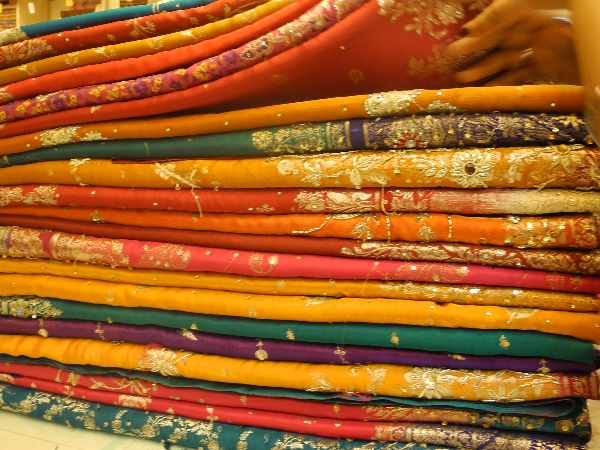 Chaos prevails at Varanasi shop that offered 'a saree for Re 1'