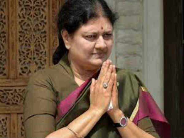Sasikala meets Governor Vidyasagar seeking opportunity to form government