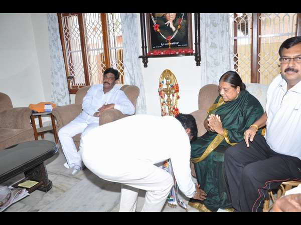 Nanjangud By-Election: HC Mahadevappa visited late M Mahadevu House