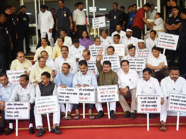 ಮಹಾರಾಷ್ಟ್ರ: ಗದ್ದಲವೆಬ್ಬಿಸಿದ 19 ವಿಪಕ್ಷ ಶಾಸಕರು ಸಸ್ಪೆಂಡ್